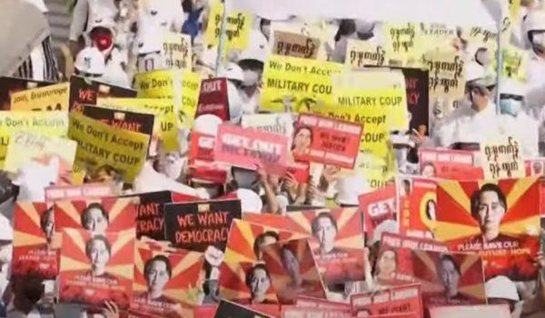 Birmanie : malgré une répression sanglante, le peuple birman déterminé à se battre pour sa liberté